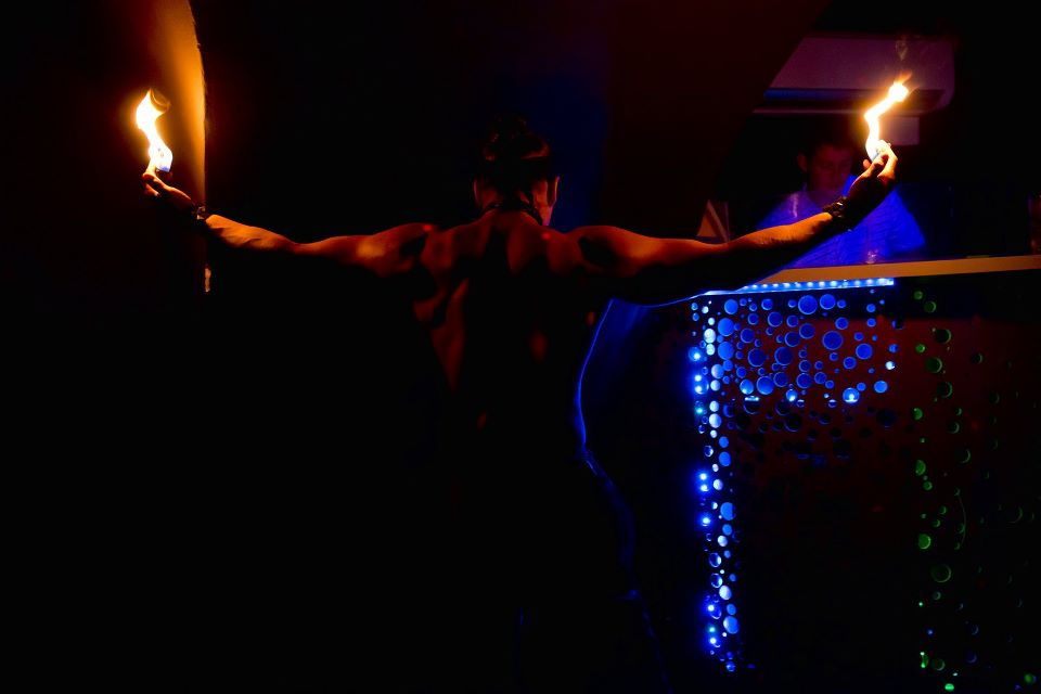 Striptér na narozeniny, pánský striptýz na rozlučku se svobodou, strip na podnikový večírek, objednání po celé ČR. Striptýzové vystoupení objednávka. Profi strip kontakt. Vyhledat striptéra na loučení se svobodou - strip show - narozeninová oslava. Striptýzový tanec pro ženy, striptýz domu, originální dárek pro manželku